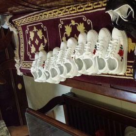 Giày hoa thêu 2 màu trắng đen giá sỉ