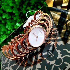 đồng hồ nữ lắc xương cá giá sỉ