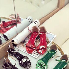 Giày sandal hoa tiết giá sỉ