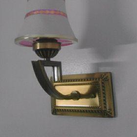 Đèn cảnh giả cổ thân kim loại mạ đồng chụp thủy tinh hoa văn nghệ thuật giá sỉ