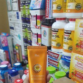 Kem Chống Nắng Dưỡng Ẩm Chiết Xuất Từ Nha Đam Vitamin E Giúp Nuôi Dưỡng Làn Da Khô EKel Korea SPF50 giá sỉ
