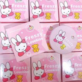 Phấn Phủ Freszy LoveKiss Thỏ Hồng kèm Bông mút giá sỉ