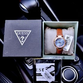 Đồng hồ nữ Guesv giá sỉ
