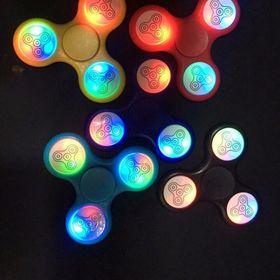 Con quay Spinner có đèn led phát sáng giá sỉ