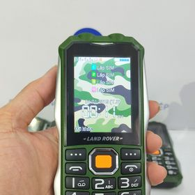 Điện thoại 4 sim lanrover c18 giá sỉ