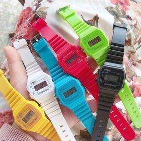 Đồng hồ thời trang điện tử chỉnh giờ sẵn giá sỉ